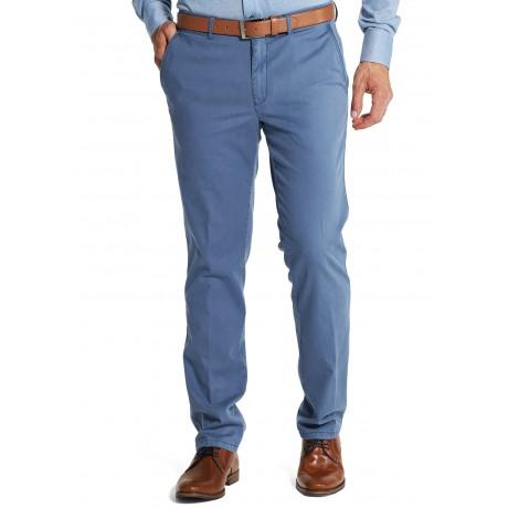 Мужские брюки W.Wegener, модель Rover 5-527/17 голубого цвета из экологического хлопка хлопка Pima Twill.