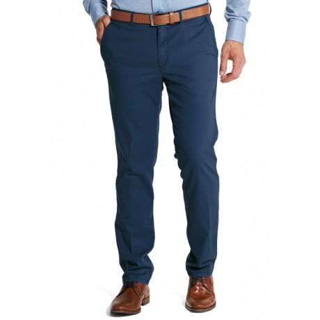 Мужские брюки W.Wegener, модель Rover 5-527/18 синего цвета из экологического хлопка хлопка Pima Twill.