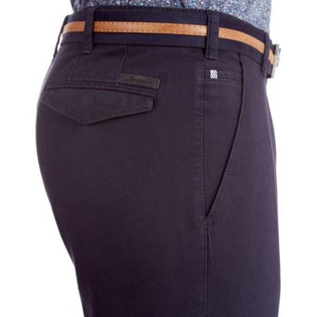 Мужские брюки W.Wegener, модель River 6-544/18 синего цвета из ткани со структурой 3D.